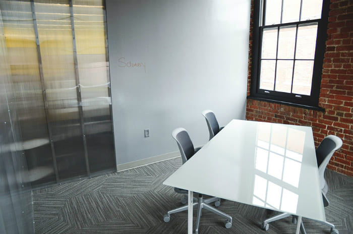 コワーキングスペースを選ぶポイント(2)会議室・打ち合わせスペースが利用できるか?